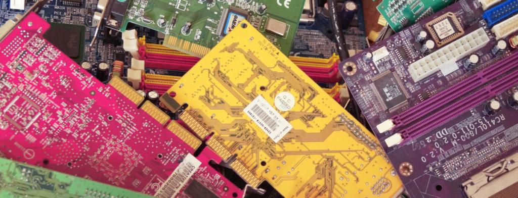 Alte Elektrogeräten, elektroschrott nicht in den Müll Wegwerfen! Elektroschrott besteht aus Elektro- und Elektronikgeräten die nicht mehr benötigt werden.