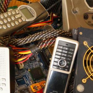 Elektro- und Elektronikaltgeräte. Elektroschrott besteht aus Elektro- und Elektronikgeräten die nicht mehr benötigt werden. Schrottabholung Essen
